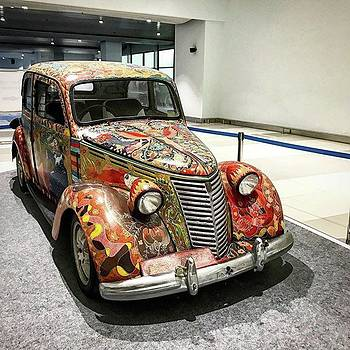 Batik Classic Car by Arya Swadharma