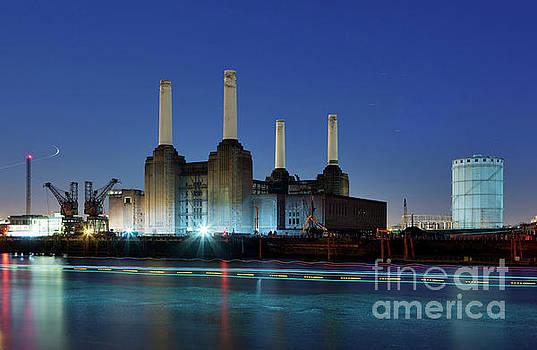 Battersea Power station in Blue by David Bleeker