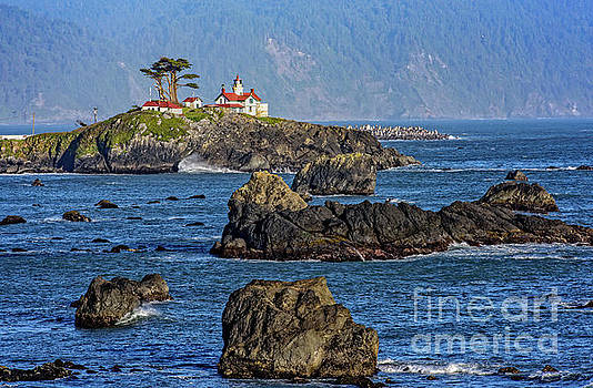 Battery Point Lighthouse by Charles Dobbs