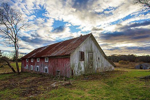 Bay Avenue Barn by Robert Seifert