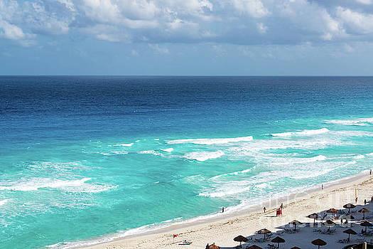 Beach in Cancun by Jess Kraft