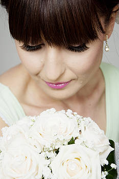 Newnow Photography By Vera Cepic - Beautiful bride with her bouquet closeup