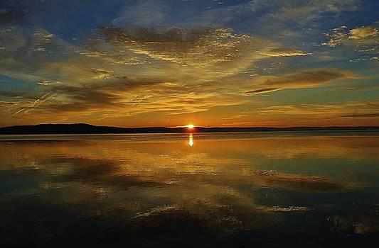 Beautiful Hudson Reflection by Thomas McGuire