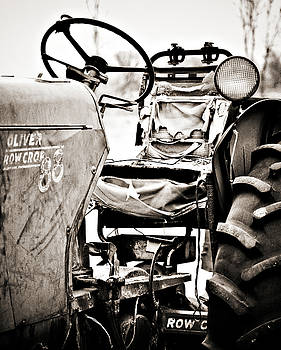 Marilyn Hunt - Beautiful Oliver Row Crop old tractor
