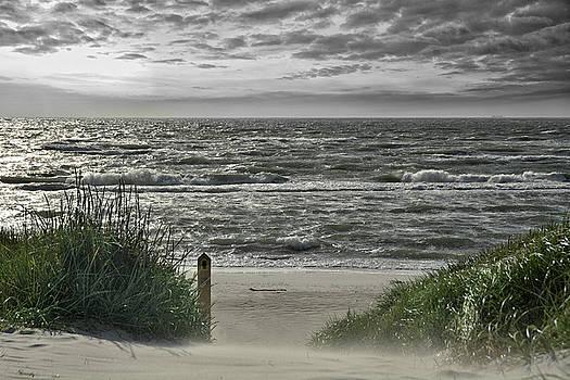 Beautiful place to be . . . by Joachim G Pinkawa