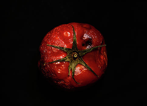 Beauty of aged tomato by Hyuntae Kim