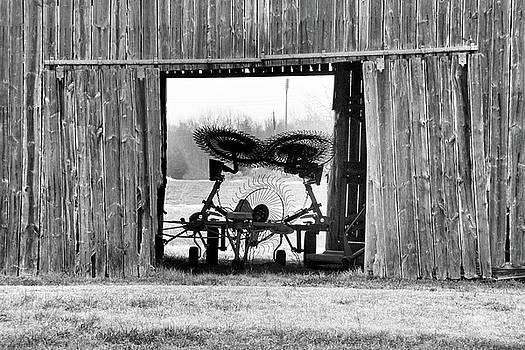 Beaverdam Barn II by Troy  Skebo