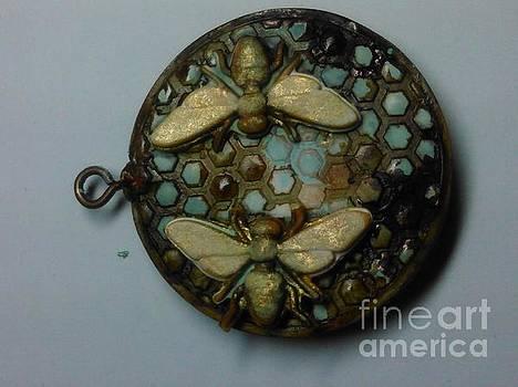 Bee Pendant side b by M Brandl