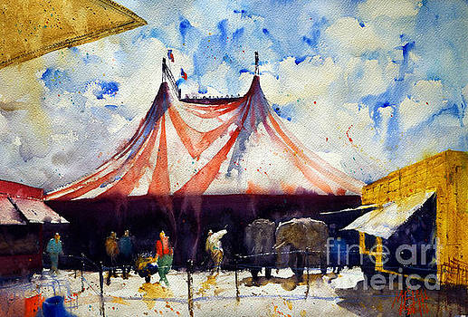 Behind the big top by Andre MEHU