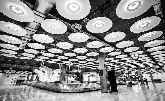 Belt 18 Madrid Airport by Gary Gillette