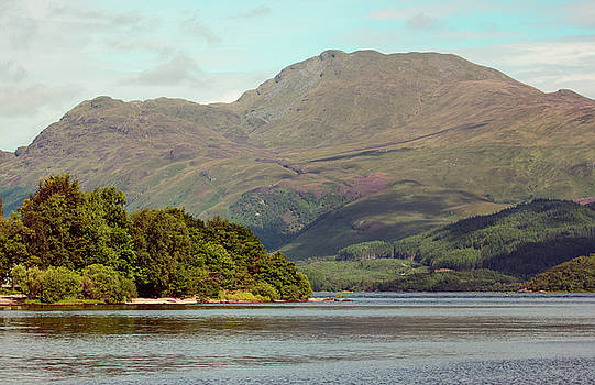 Ben Lomond by James Canning