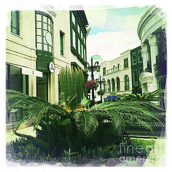 Beverly Hills Rodeo Drive 11 by Nina Prommer