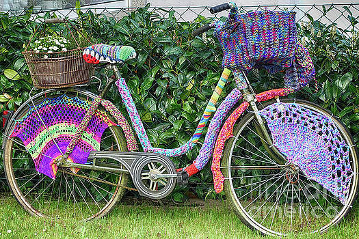 Bicycle in knitted sweater by Eva-Maria Di Bella