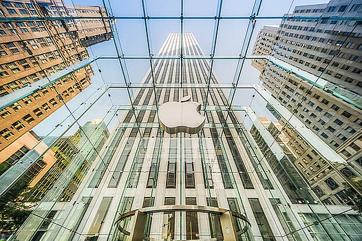 Big Apple in the Big Apple by Ray Warren