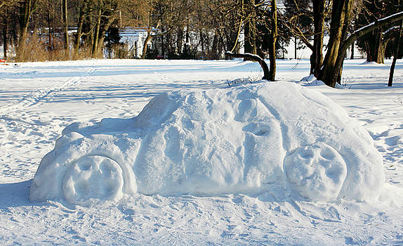 big car out of the snow by Iuliia Malivanchuk by Iuliia Malivanchuk