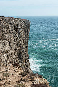 Compuinfoto - big rock in the ocean portugal
