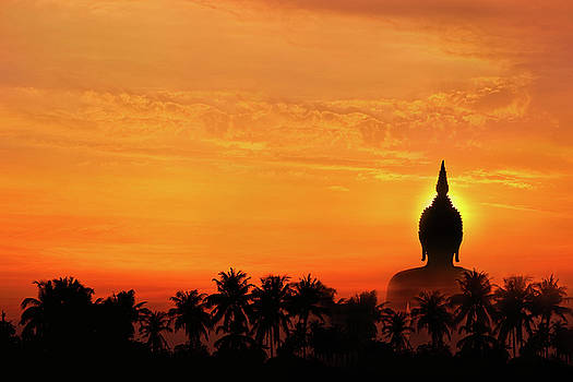 Biggest buddha statue in sunset by Akarapong Suppasarn