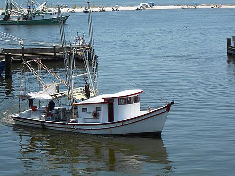 Bilouxi Shrimp Boat by Cynthia Powell