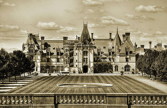 Biltmore Mansion Estate  by Savannah Gibbs