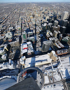 Reimar Gaertner - Birds eye view of downtown highrises and Toronto North in winter