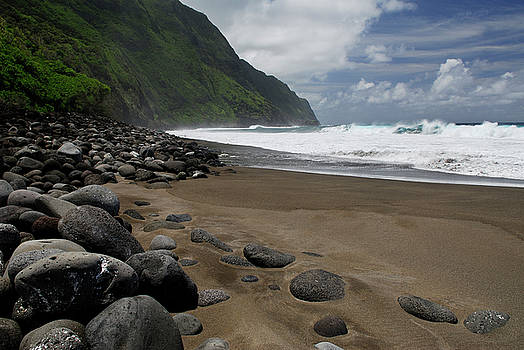 Reimar Gaertner - Black sand beach and Steep sea cliffs at Kalaupapa leper colony