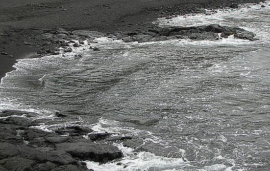 Black Sand Beach on Hawaii by Bob Slitzan