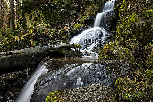 Blauenthal waterfall by Thomas Schreiter