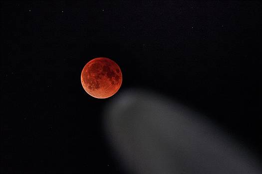 Blood moon comet by Peter Thoeny