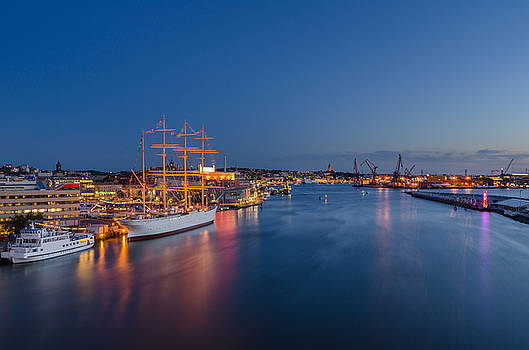 Blue hour in Gothenburg by Marco Calandra