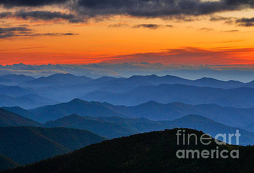 Blue Ridge Mountains. by Itai Minovitz