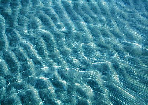 Linda Sannuti - Blue ripples