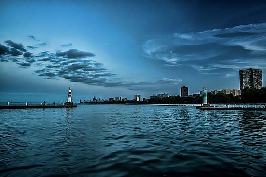 Blue skies on Chicago's lakefront by Sven Brogren
