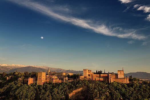 Reimar Gaertner - Blue sky and moon over hilltop Alhambra Palace fortress complex