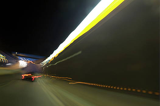 Sami Sarkis - Blurred view of traffic in a tunnel
