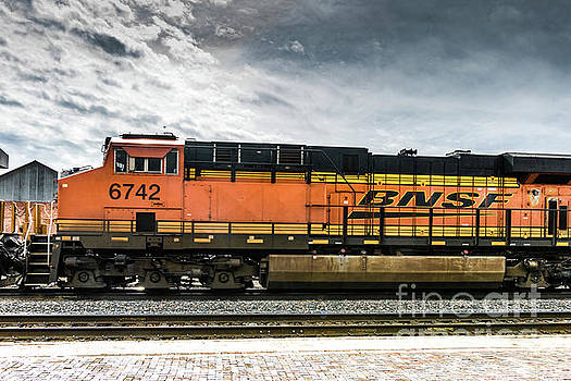 BNSF Engine 6742 by Thomas Marchessault