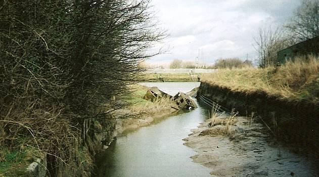 Boat Wreck by Darryl Redfern