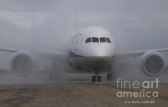 Boeing 787 Dreamliner by Antoine Roels