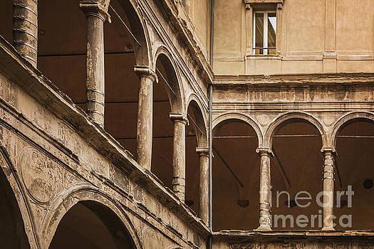 Sophie McAulay - Bologa classical architecture