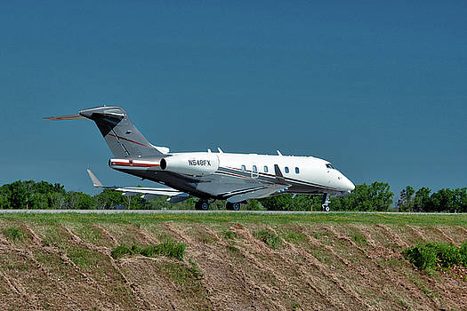 Bombardier Challenger 300 by Guy Whiteley