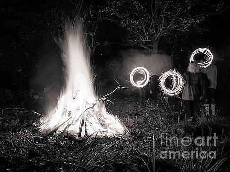 Mariusz Talarek - Bonfire - monochrome