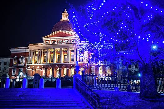 Toby McGuire - Boston Statehouse with blue Christmas Lights
