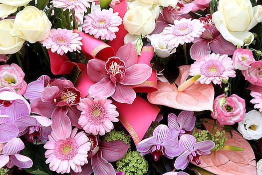 Bouquet De Fleurs Sur Une Pierre Tombale by Catherine Leblanc