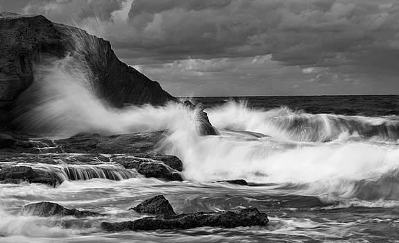 Breakable waves by Ahmed Shanab