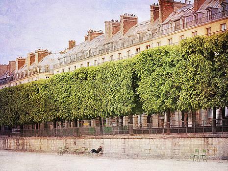 Breaktime in Paris by Heidi Hermes