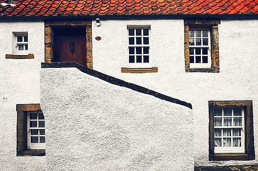 Jenny Rainbow - Breath of History. Culross. Scotland