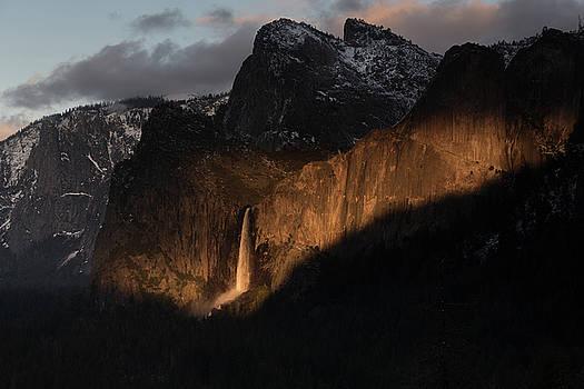 Bridal Veil Fall Yosemite by Daniel Danzig
