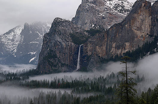 Reimar Gaertner - Bridalveil Fall emptying into clouds and fog in Yosemite Valley