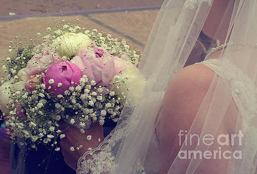 Patricia Hofmeester - Bride with bouquet