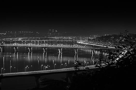 Bridge On Han River by Hyuntae Kim