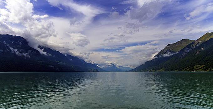 Elenarts - Elena Duvernay photo - Brienz lake, Bern, Switzerland